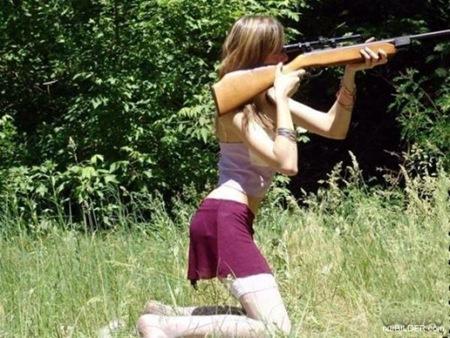 girl-holding-gun4